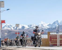24 женщины на мотоциклах впервые достигли базового лагеря Эвереста на высоте 5200 метров