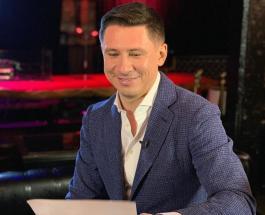 Тимур Батрутдинов в розовом халате и под зонтом встретил осень с Павлом Деревянко