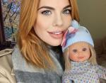 Анастасия Стоцкая с красивой куклой