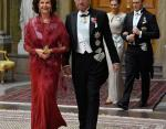 Король и королева Швеции, сзади Принцесса Виктория с мужем