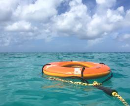 Туристке удалось выжить в открытом море на надувной лодке проведя 2 дня без еды и воды