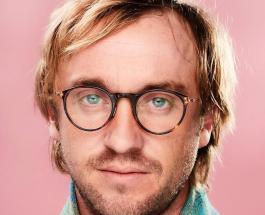 "Том Фелтон тогда и сейчас: звезда ""Гарри Поттера"" сделал фото на фоне портрета Драко Малфоя"