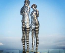 """""""Али и Нино"""": движущаяся статуя в Грузии посвящена трогательной истории любви"""