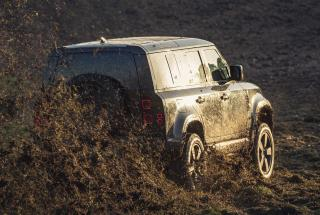 Новый Land Rover Defender испытали на прочность перед съемками в 25-м фильме