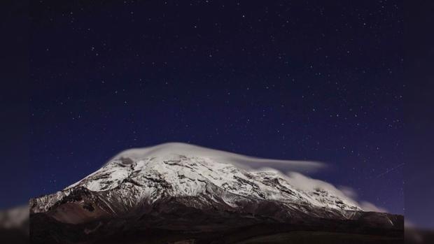 Звездная ночь над Чимборасо в Эквадоре