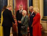 Королева с сыном невесткой встречает Трампов