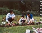 Молодые Принц Нарухито и Принцесса Масако с дочерью Айко