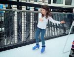 Дашиэл ловко катается на коньках