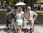 Принц Чарльз и герцогиня Корнуольская возле памятника Джону Леннону