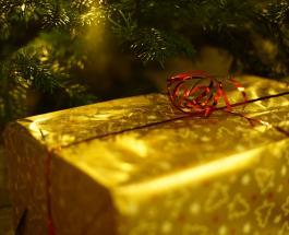 Как быстро и красиво упаковать подарок –  лайфхак покоривший социальные сети по всему миру