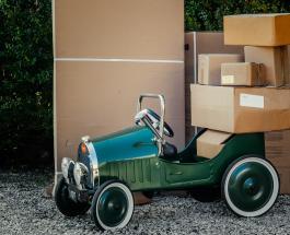 Пара случайно оставила 20 тысяч долларов в картонной коробке в центре переработки мусора