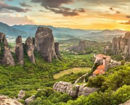 Достучаться до небес в Метеорах: уникальный монастырский комплекс в Греции