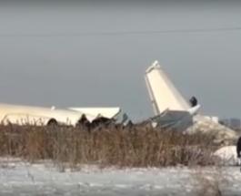В Казахстане упал самолет с 95 пассажирами на борту: есть погибшие