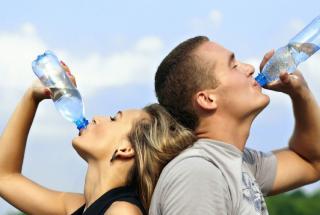 Привычки от которых нужно избавиться: человек каждый день наносит колоссальный вред здоровью