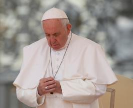 Папа Римский помолился за людей, зараженных коронавирусом