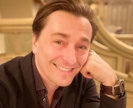 Сергей Безруков поздравил маму с юбилеем и поделился трогательным семейным кадром