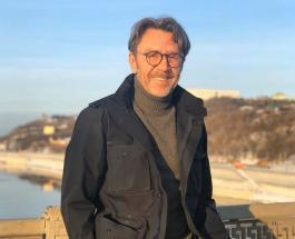 Сергей Шнуров на качелях: певец в стихотворении рассказал о планах на будущее