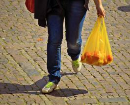 Уникальные и забавные способы тайцев переносить товары после запрета пластиковых пакетов