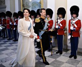 Новые фото семьи Принцессы Мэри и Принца Фредерика: супруги провели детей в школу