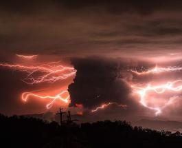 Извержение вулкана на Филиппинах: потрясающие фото молнии в густом столпе пепла и дыма