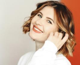Анна Цуканова в красном платье на побережье - актриса очаровала женственным образом