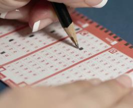 Семья счастливчиков: американка выиграла $50 000 в лотерею, повторив опыт своего отца