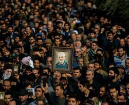 Тысячи людей вышли на улицы Багдада, чтобы почтить память Касема Сулеймани