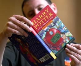 Книгу из первого издания «Гарри Поттера» продали на аукционе за 2,3 миллиона рублей