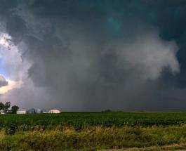 Непогода в США: страну атакуют штормы и торнадо, есть погибшие