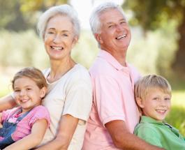 Почему ребенку полезно проводить время с бабушкой и дедушкой: 5 важных причин
