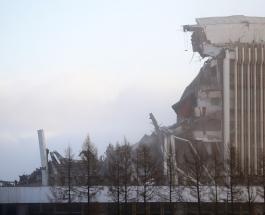Момент обрушения крыши здания в Санкт-Петербурге сняли на видео