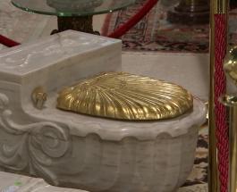 Золотые унитазы Фрэнка Синатры продали за 640 тысяч рублей