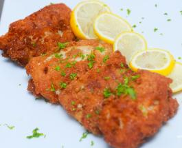 Филе трески под хрустящей крошкой с салатом– легкий и полезный ужин для всей семьи