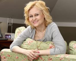 Упражнение для пресса и поперечный шпагат – 67-летняя Дарья Донцова показала как держит форму