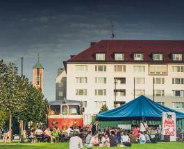 Шубы вне закона: известный культурный центр в Германии ввел дресс-код для посетителей