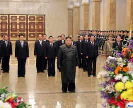 Ким Чен Ын почтил память Ким Чен Ира: первый выход в свет с момента вспышки коронавируса