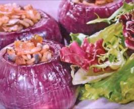Фиолетовый лук, фаршированный мясом: рецепт красивой и очень вкусной закуски