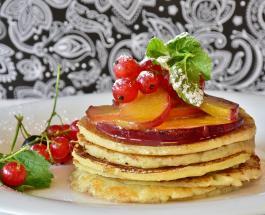 Как приготовить вкусные панкейки: простой рецепт десерта на Масленицу 2020