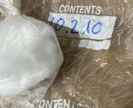 Мужчина из Великобритании продаёт снежок, который 10 лет лежал в его морозильнике
