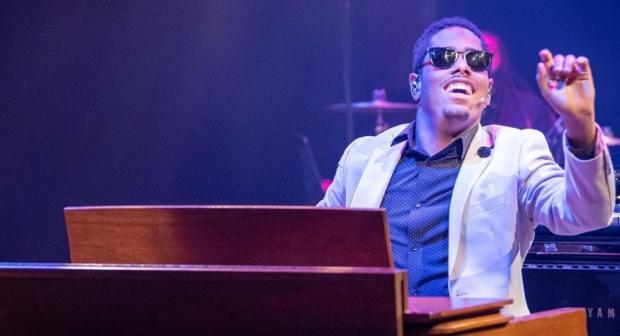 Слепой музыкант покорил мир игрой на пианино заинтересовав ученых своим даром