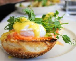 Как в ресторане: секрет приготовления яиц Бенедикт