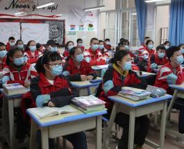 Открытие школ в Китае после карантина: всех учеников обязали носить медицинские маски