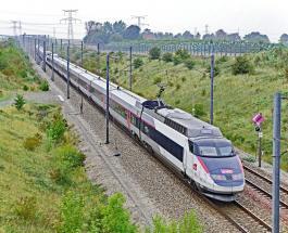 В результате крушения локомотива во Франции пострадал 21 человек
