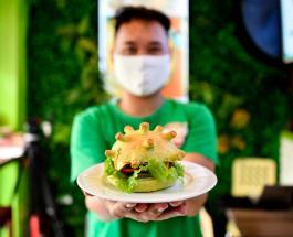 «Если вы чего-то боитесь, просто съешьте это»: во Вьетнаме начали продавать CoronaBurger