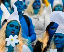 Новый мировой рекорд: 3500 человек в костюмах смурфиков доказали, что не боятся коронавируса