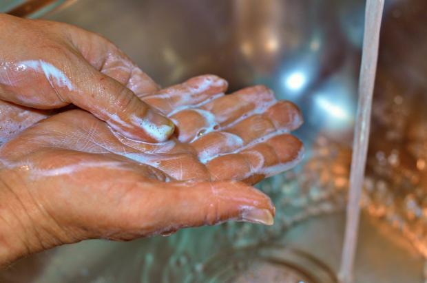 руки мыло
