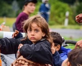 Детей мигрантов из переполненных лагерей Греции первым принял Люксембург
