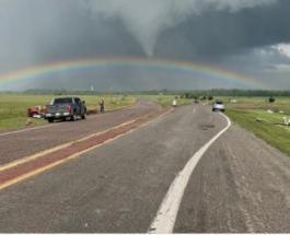 Более 20 торнадо обрушились на США за считанные часы