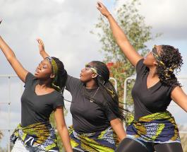 """""""Оставайтесь дома или танцуйте с нами"""": веселые похороны в Гане стали мемом в сети"""