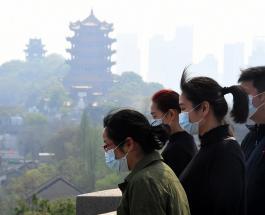 Траур в Китае: жители страны почтили минутой молчания всех умерших от коронавируса